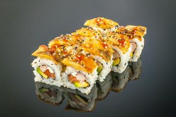 Dragon Roll ( 8 Stück)  mit Lachs, Avocado, Surimi, Cocktail-Mayonnaise und Urani on Top