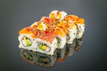 Rainbow Roll  (8 Stück)  mit Garnele, Gurke, Avocado, Thunfisch, Ebi und Lachs on Top