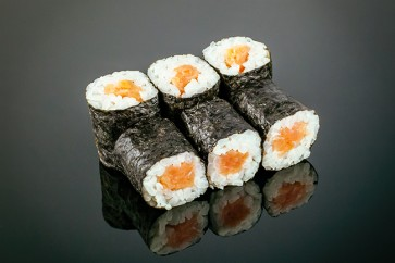 Maki Räucherlachs ( 6 Stück)  mit geräuchertem Lachs