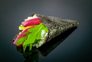 Maguro Temaki  mit Thunfisch, Gurke und Rucola