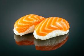 Nigiri Sake (2 Stück)  mit       Lachs