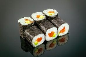 Maki Sake Avocado ( 6 Stück)  mit Lachs und Avocado